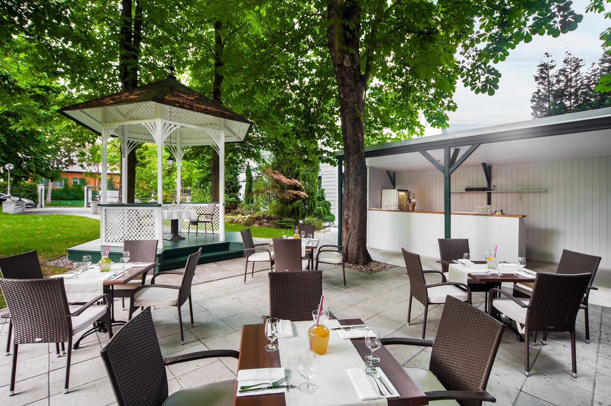 Summer Garden Garden Restaurant Villa Voyta Hotel